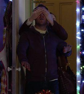 Coronation Street 18/12 - Rob reels Tracy in
