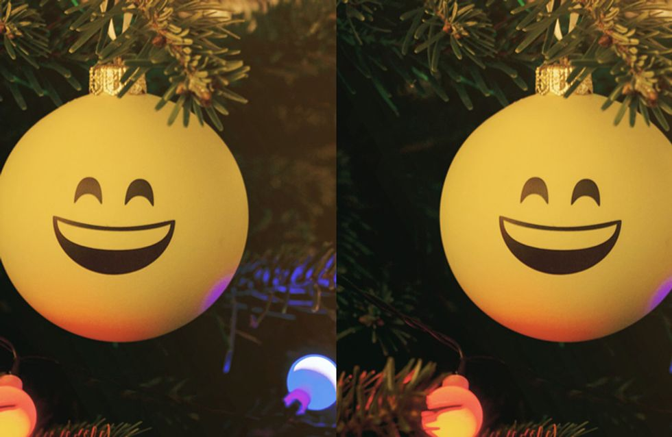 It's 2015! Time To Decorate Your Christmas Tree With Emojis