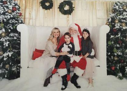 Sarah Michelle Gellar et ses enfants, Rocky et Charlotte, en visite chez le Père Noël