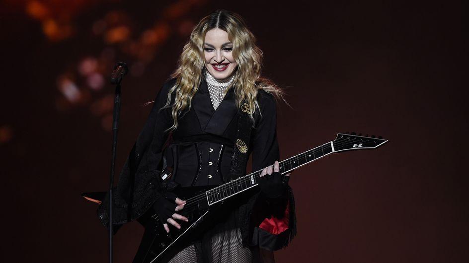 Attentats à Paris : L'hommage improvisé de Madonna place de la République (Photos et Vidéos)