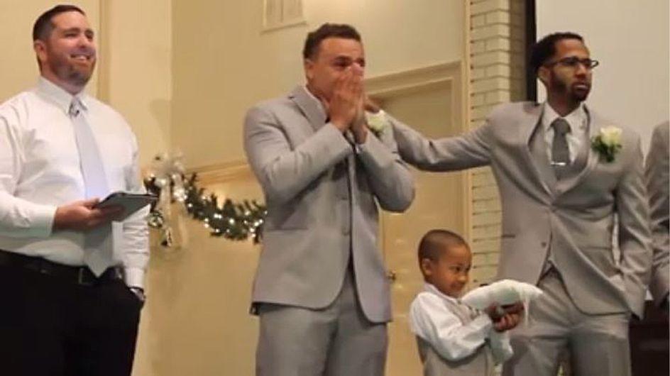 Als seine Braut zum Altar schreitet, kann dieser Bräutigam die Tränen nicht mehr zurückhalten