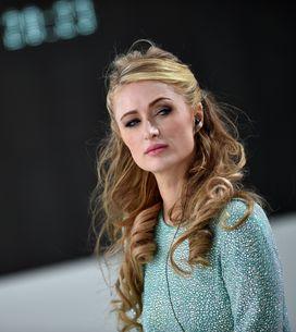 Paris Hilton de passage à Paris, elle rend hommage aux victimes devant le Batacl