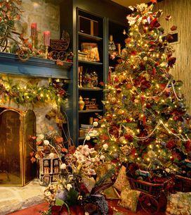 Árboles de Navidad con flores, la última tendencia en decoración