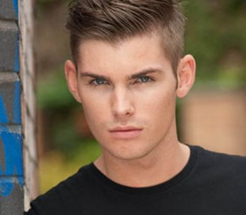 Hollyoaks 21/12 - Ste has spent the night asleep outside