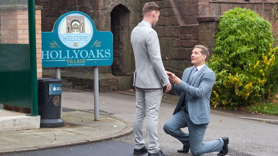 Hollyoaks 24/12 - Lockie hears about the explosion