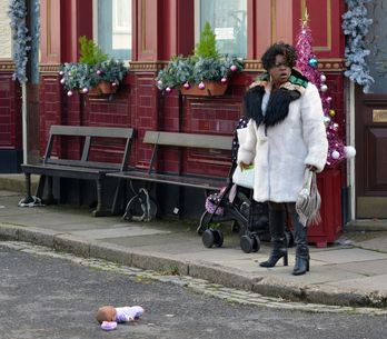 Eastenders 21/12 - The feud between the Mitchells and Hubbards reaches breaking point