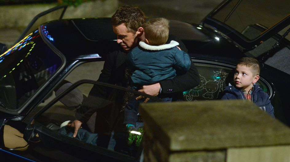 Eastenders 26/12 - Lives are left hanging in the balance