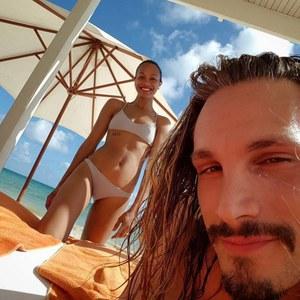 Zoe Saldana en bikini.