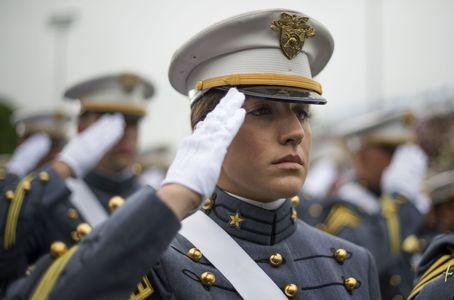 Une femme militaire