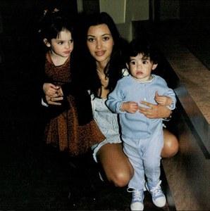 Kim Kardashian ado avec Kylie et Kendall Jenner