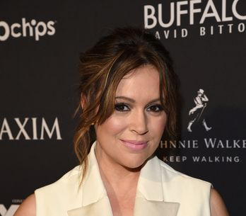 Alyssa Milano change radicalement de look ! (PHOTOS)
