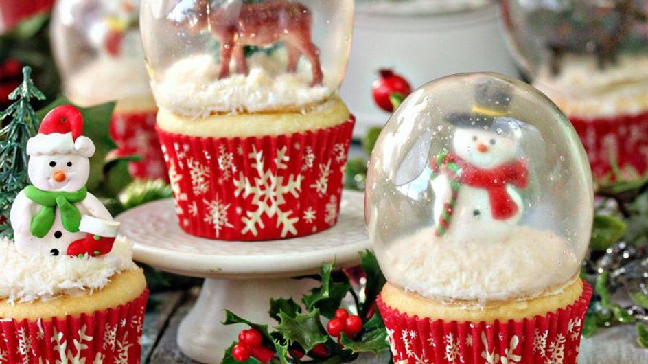 Geniale Back-Idee: Diese süßen Schneekugel-Cupcakes könnt ihr ganz einfach selber machen!