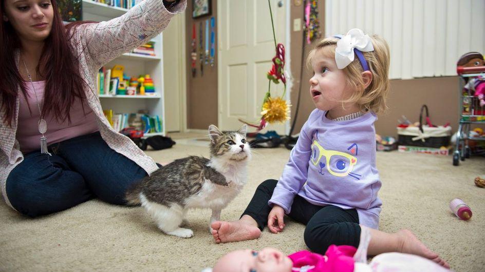 Die kleine Scarlette und ihr Kätzchen verbindet ein ganz besonderes Schicksal