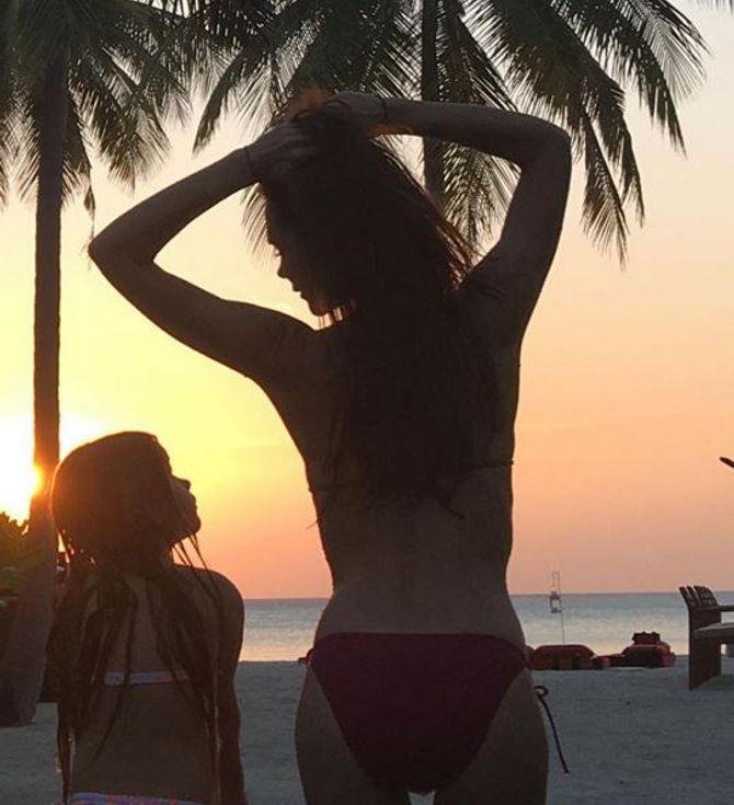 Victoria Beckham en bikini avec sa fille Harper