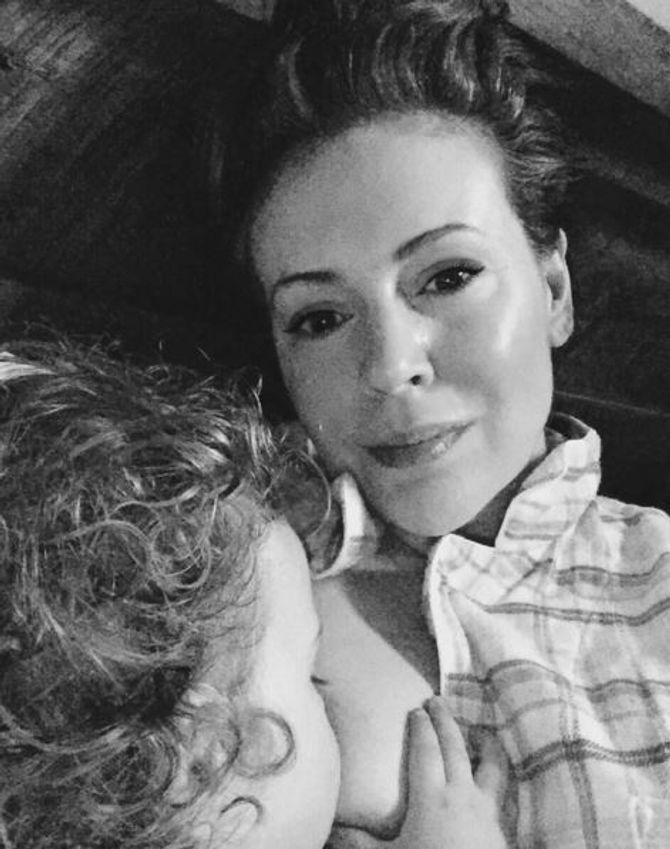 Alyssa Milano allaite sa fille