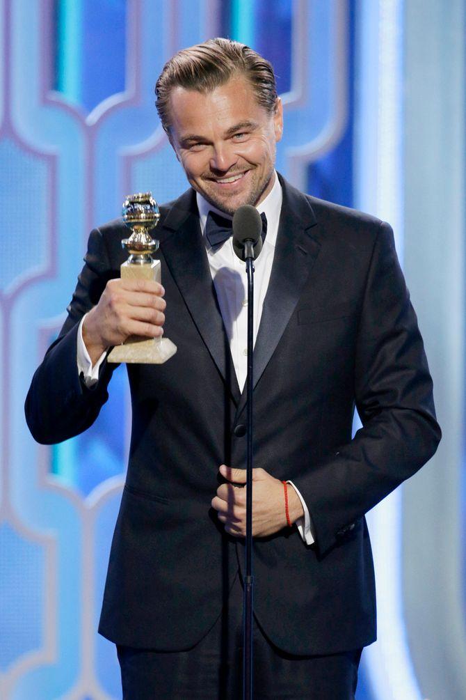 Leonardo DiCaprio recevant son prix du meilleur acteur aux Golden Globes 2016