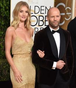 Rosie Huntington-Whiteley dévoile sa bague de fiançailles aux Golden Globes 2016
