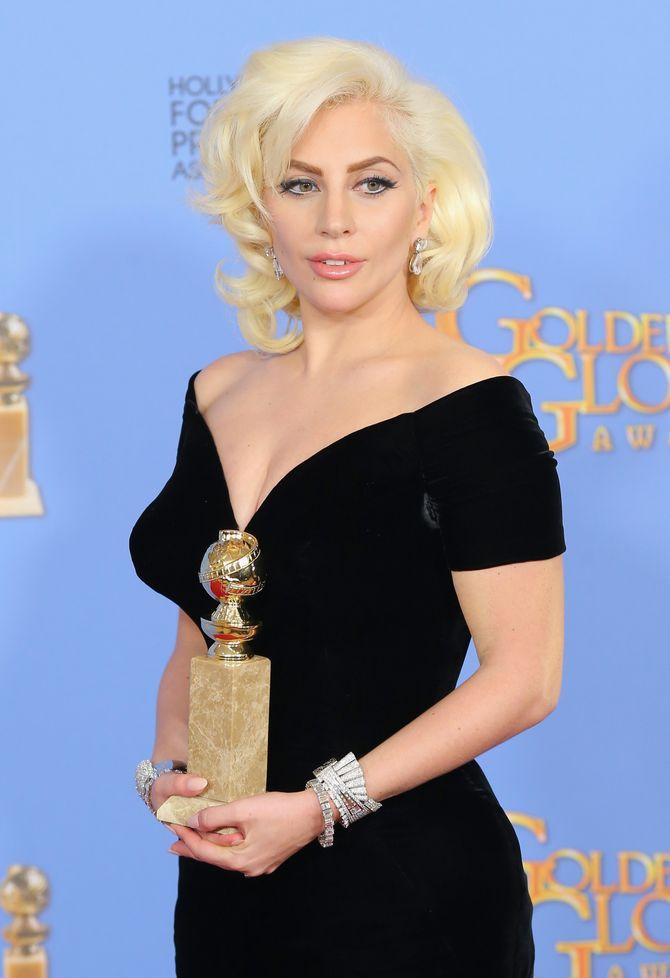 Lady Gaga aux Golden Globes 2016