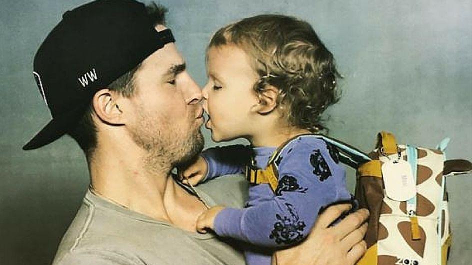 7 foto provano che Stephen Amell, protagonista di Arrow, è un papà da sogno