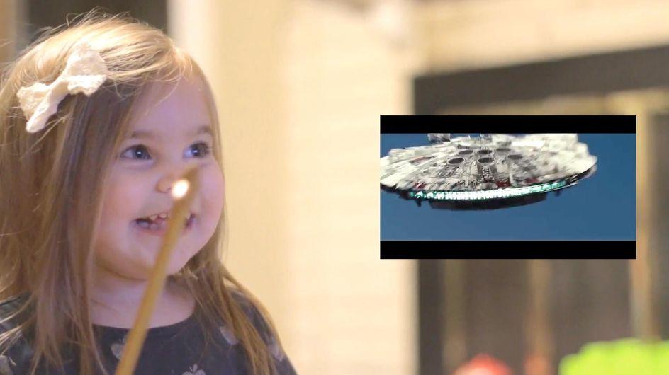 La più piccola fan di Star Wars è felicissima mentre guarda il trailer del film