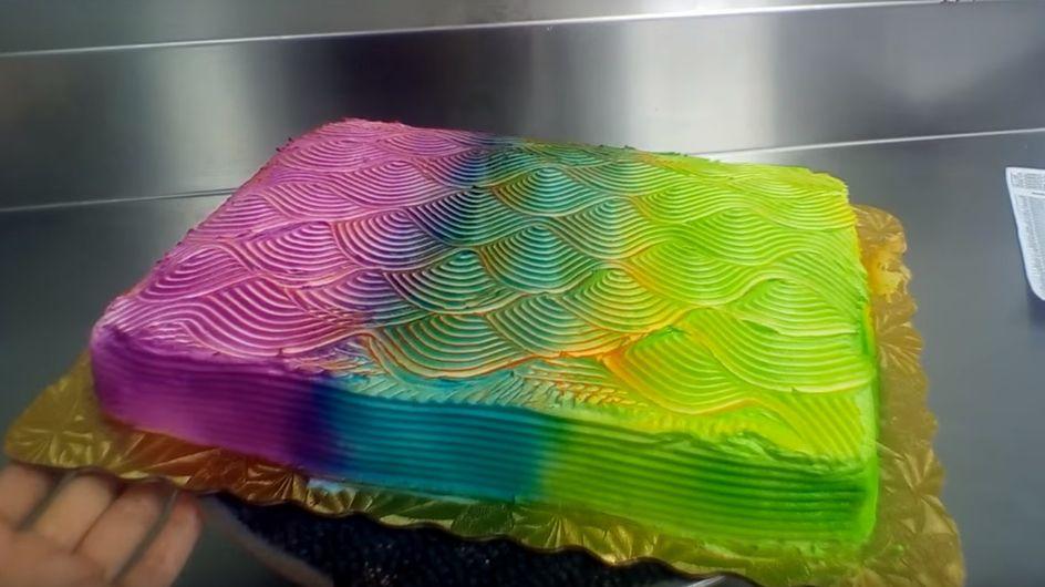 La torta arcobaleno che cambia-colore