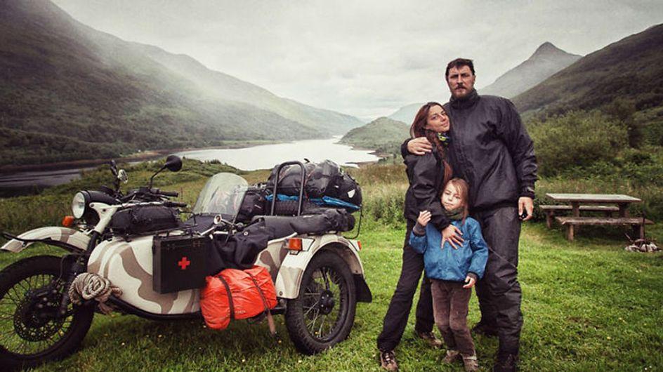 Estos padres quisieron enseñarle el mundo a su hijo recorriendo 41 países en solo 4 meses... ¡y en moto!