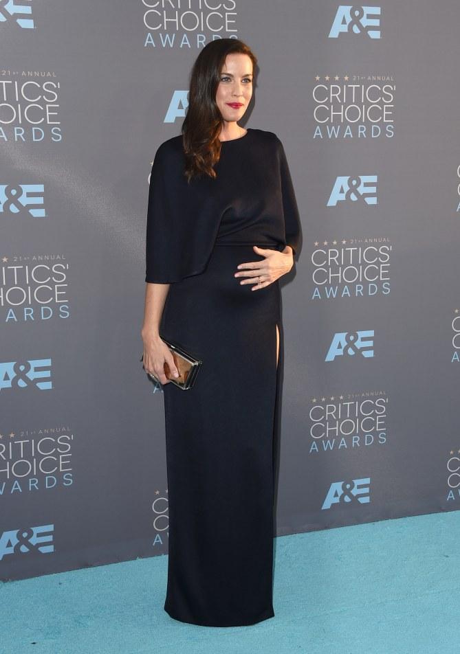 Liv Tyler enceinte aux Critics' Choice Awards 2016