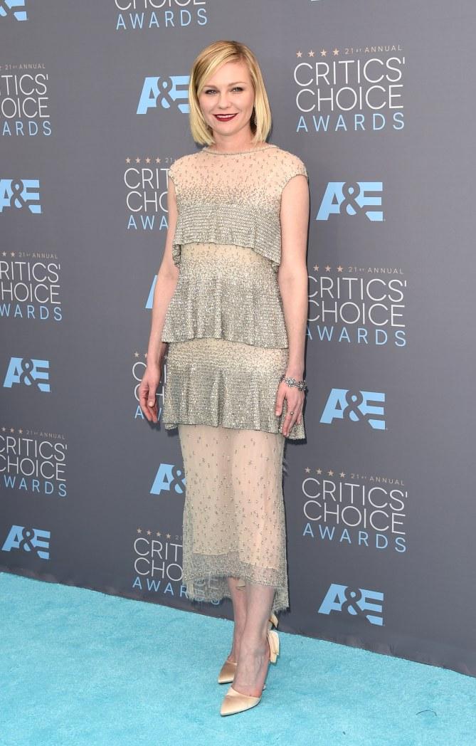 Kirsten Dunst en Chanel aux Critics' Choice Awards 2016