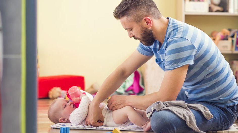 Consejos para padres: cómo cambiar el pañal a tu hija en un baño de hombres y no morir en el intento