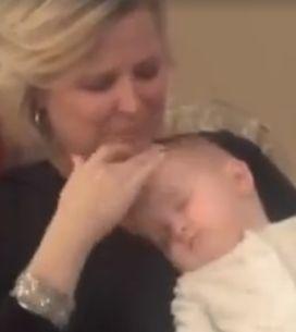 Genialer Trick: So einfach bringt ihr JEDES Baby innerhalb von einer Minute zum