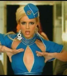 Nostalgie mode : Britney en hôtesse de l'air dans Toxic