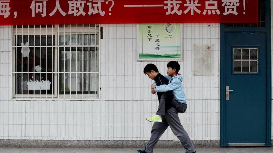 Ogni mattina accompagna a scuola il suo compagno diversamente abile