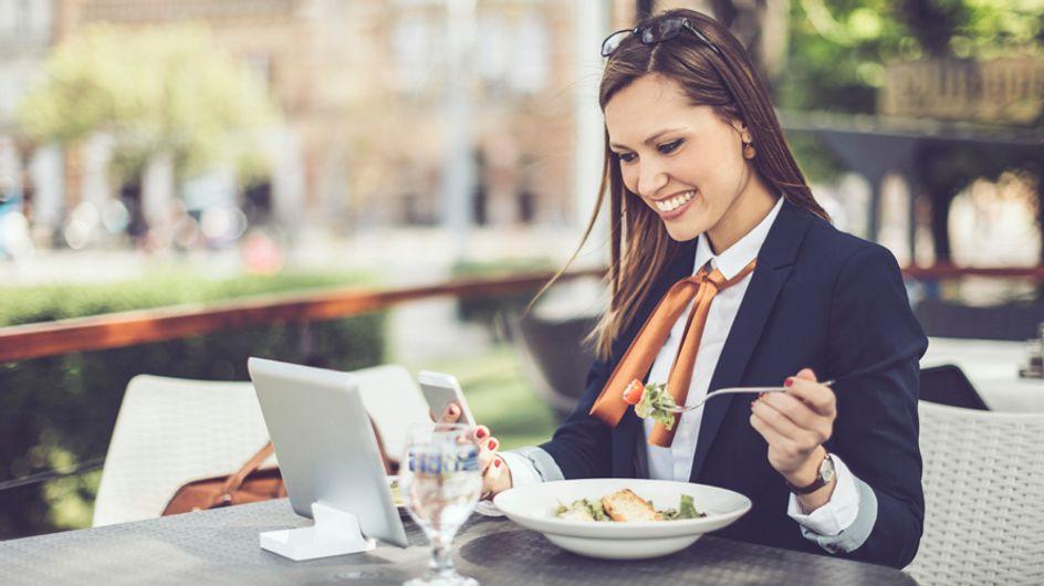 10 errores que cometemos cuando nos sentamos a la mesa