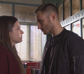 Hollyoaks 8/2 - Lindsey races to the scene of the crime