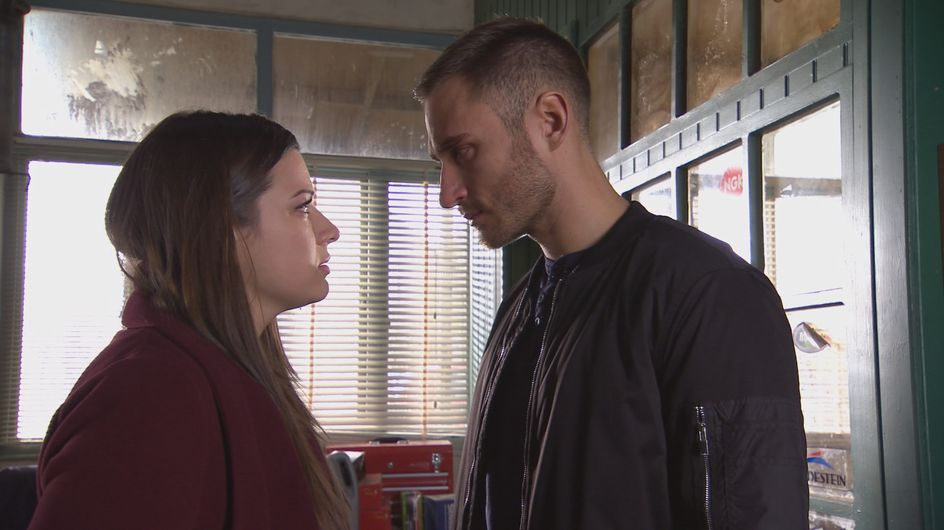 Hollyoaks 8/2 - ​Lindsey races to the scene of the crime
