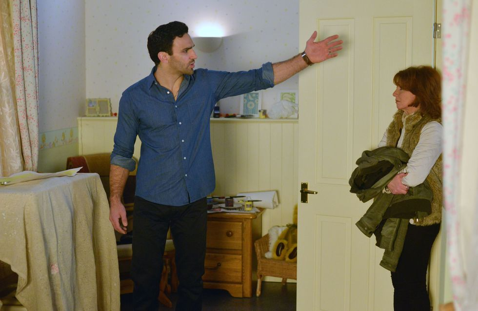 Eastenders 8/2 - Linda prepares for a big night in The Vic