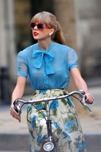 Il look vintage moderno di Taylor Swift