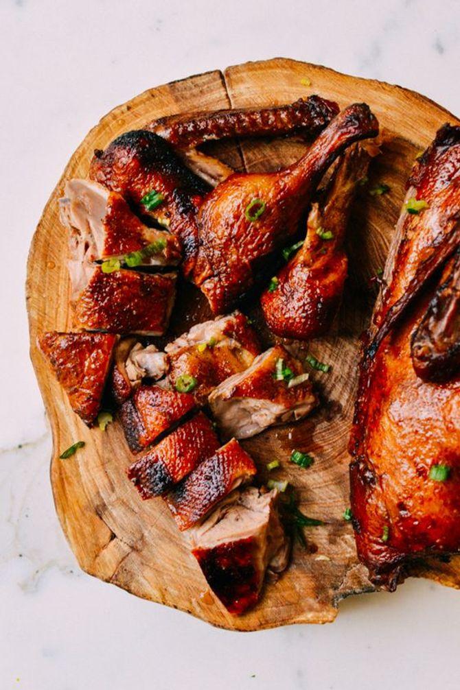 Il faut apporter le canard entier sur la table