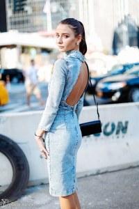 Look con il vestito di jeans