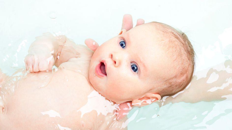 Nos conseils étape par étape pour donner le bain de bébé