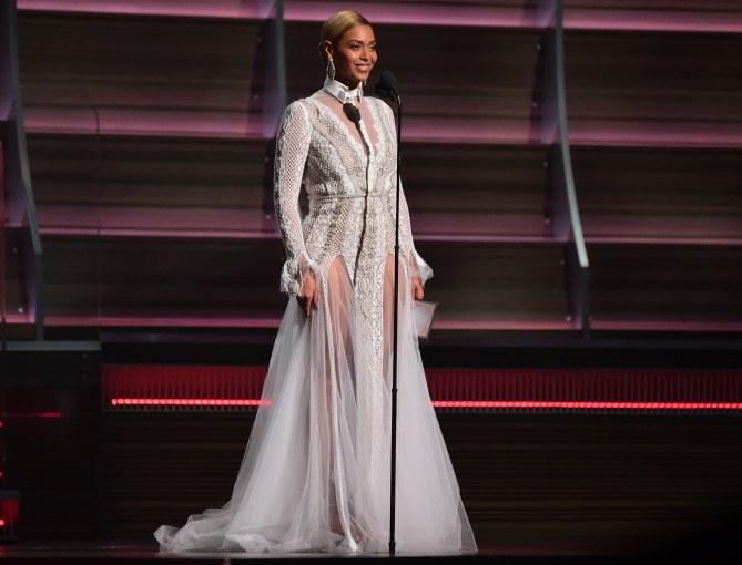 Beyoncé aux Grammy Awards 2016