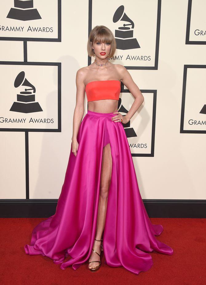 Taylor Swift en Atelier Versace aux Grammy Awards 2016