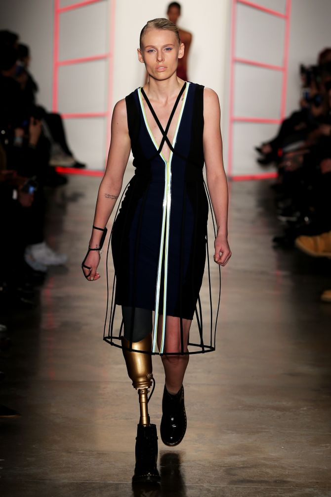 Lauren Wasser pour Chromat à la Fashion Week de New York