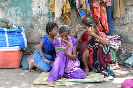 En Inde, un village interdit les téléphones portables aux femmes