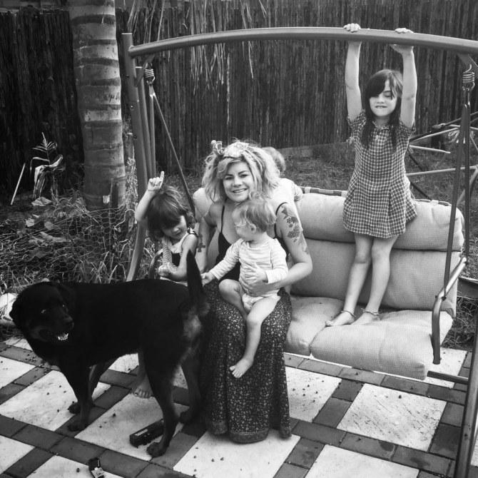 La bloggueuse Constance Hall et ses enfants