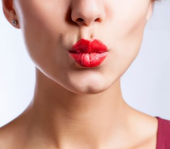 Warum Männer anders küssen als Frauen & weitere überraschende Fakten rund um den