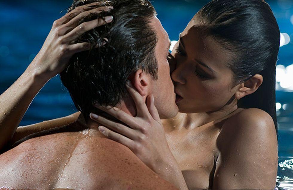 10 posições para fazer amor na piscina