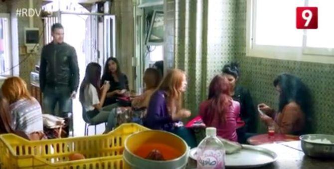 """Des Tunisiennes dans un café """"réservé"""" aux hommes"""