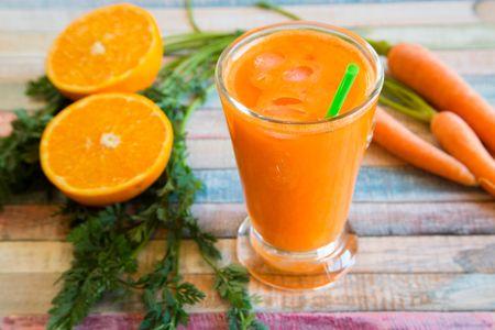 Batido de zanahoria y zumo de naranja