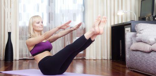 Trainingsplan für Zuhause: Bauch & Taille